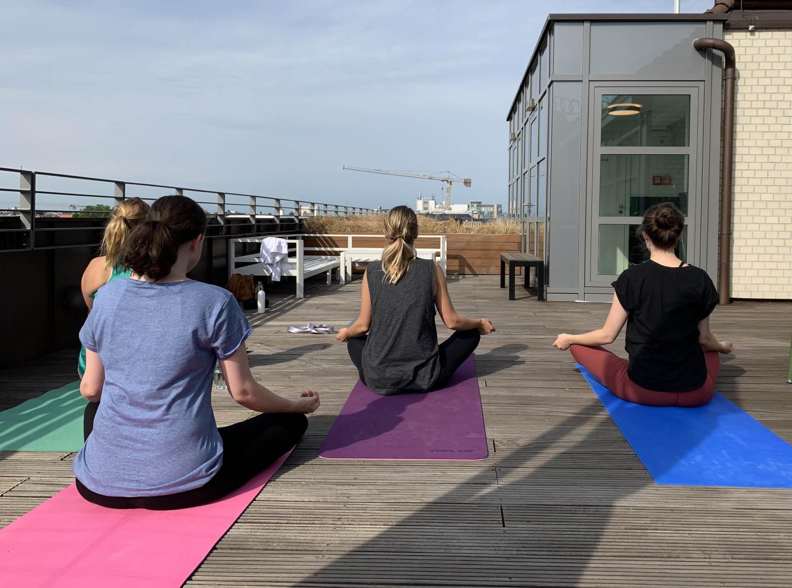 carolines-yoga-business yoga-gruppe