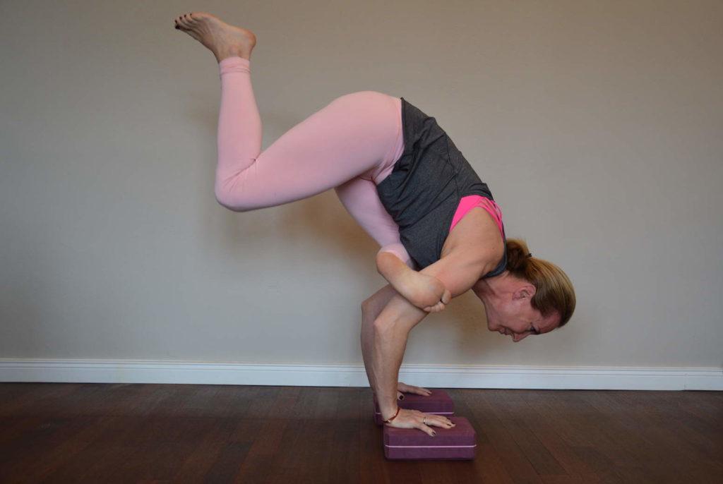 Yoga Pose Kraehe